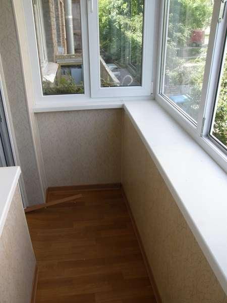 Остекление и обшивка балконов в россии, цена 10000 рублей.