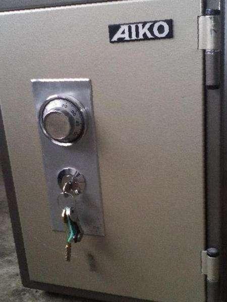 Открыть сейф aiko с кодовым механическим замком