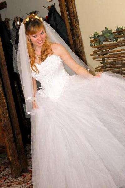 0e1cf7f89381b24 Пышное свадебное платье со стразами — Цена 6 600 рублей — Свадебные ...